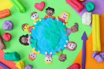 Montessori Schule Kindergarten Kinder Kreis Knete