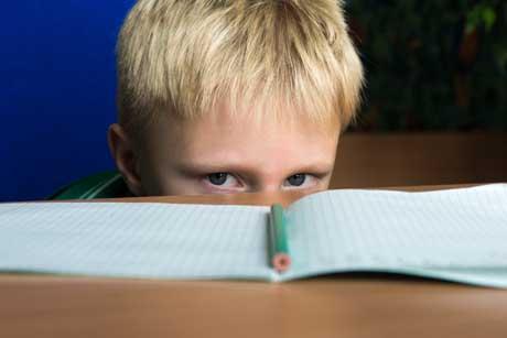 Schüler unzufrieden unglücklich Schule Hausaufgaben