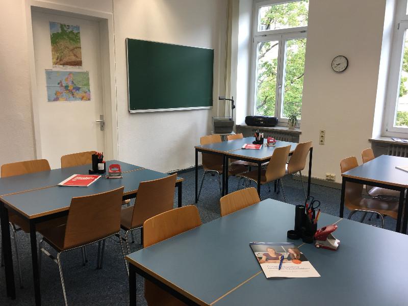 Innenansicht_Klassenzimmer_Augsburg