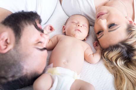 baby mit Mama und Papa